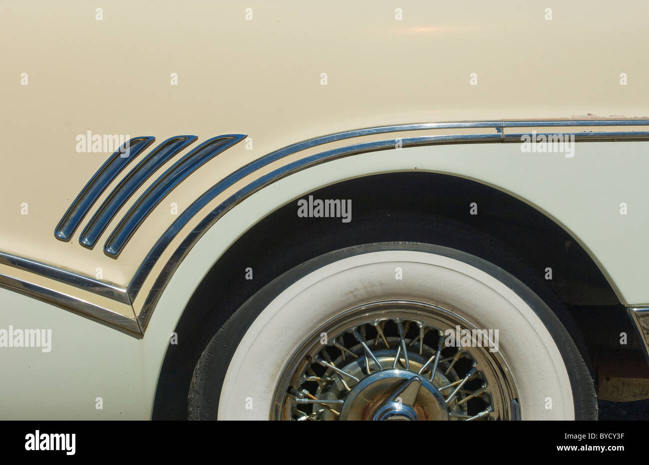 Chrome and whitewall tyres on Route 66 - Stock Image