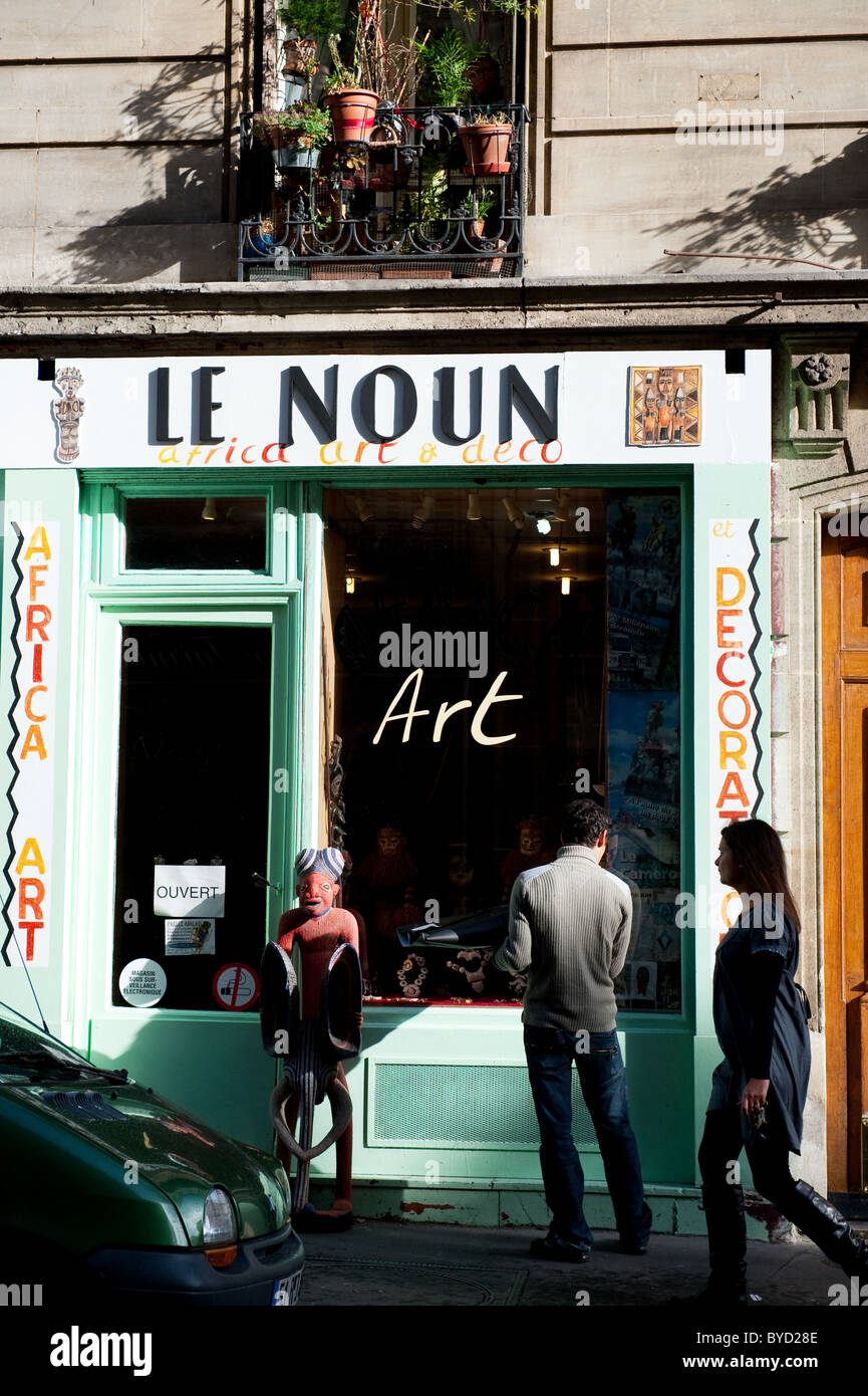 Art shop in Paris in the 9th arondissement - Stock Image