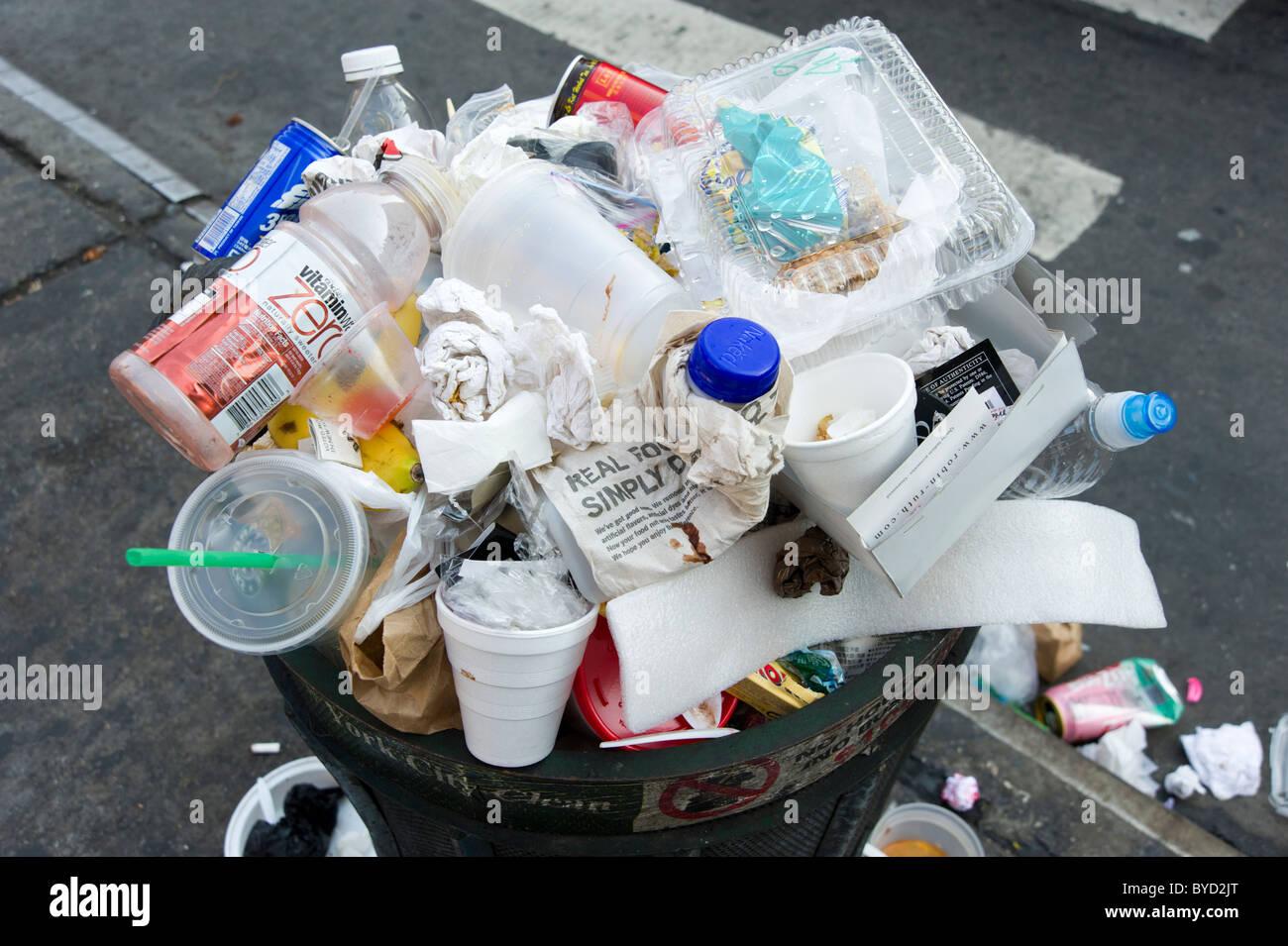 Overflowing rubbish bin, New York City, USA - Stock Image