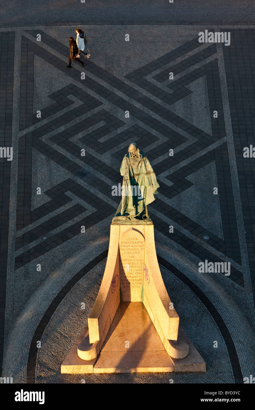 The statue of Leifur Eiriksson, discoverer of America, stands outside Hallgrimskirkja in Reykjavik, Iceland. - Stock Image