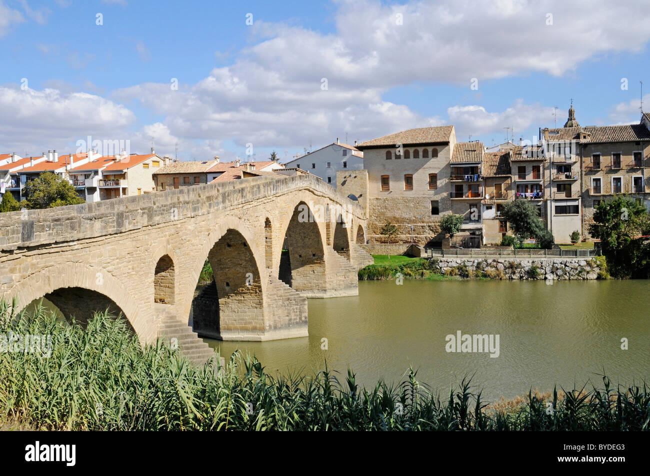 Romanica puente bridge over the Arga river, Camino de Santiago or the Way of St James, Puente la Reina, Pamplona, - Stock Image