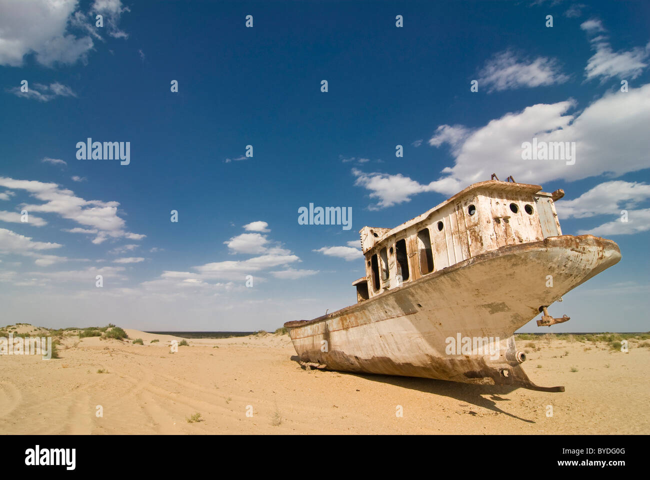 Rusty former fishing boats, aground at the Aral Sea, Moynaq, Uzbekistan, Central Asia - Stock Image