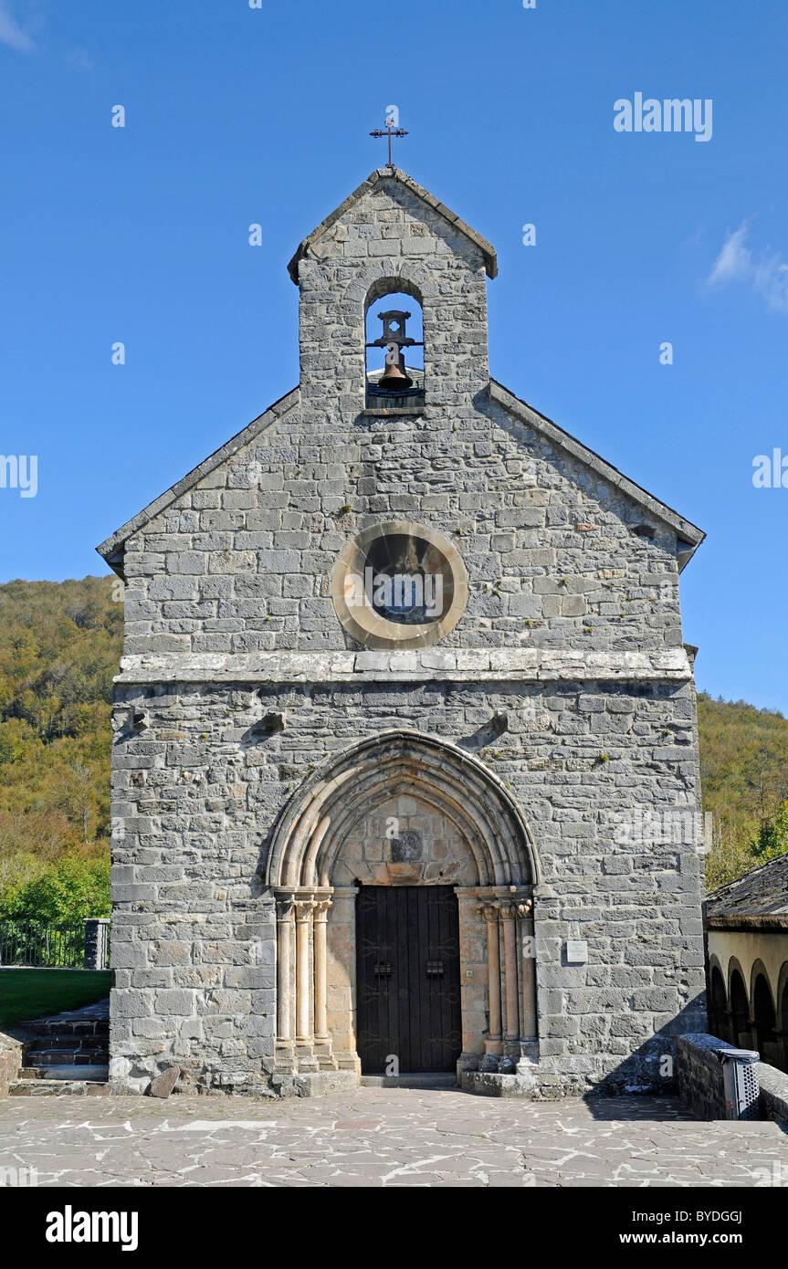 Church Real Colegiata de Roncesvalles, pilgrimage station, Camino de Santiago or the Way of St James, Roncesvalles, - Stock Image