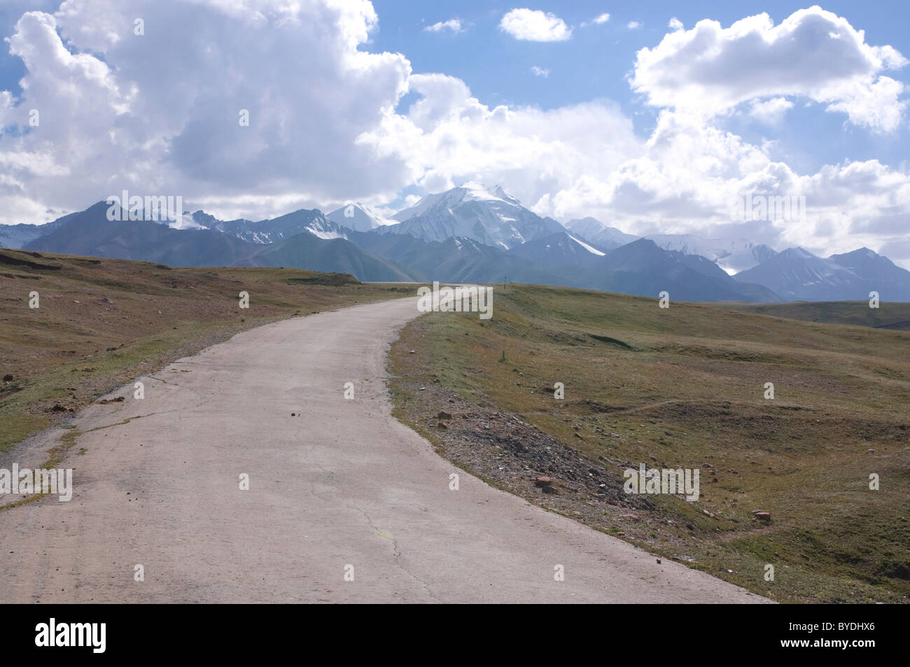 Highway leading into the mountains near Sary Tash, Kyrgyzstan, Central Asia Stock Photo