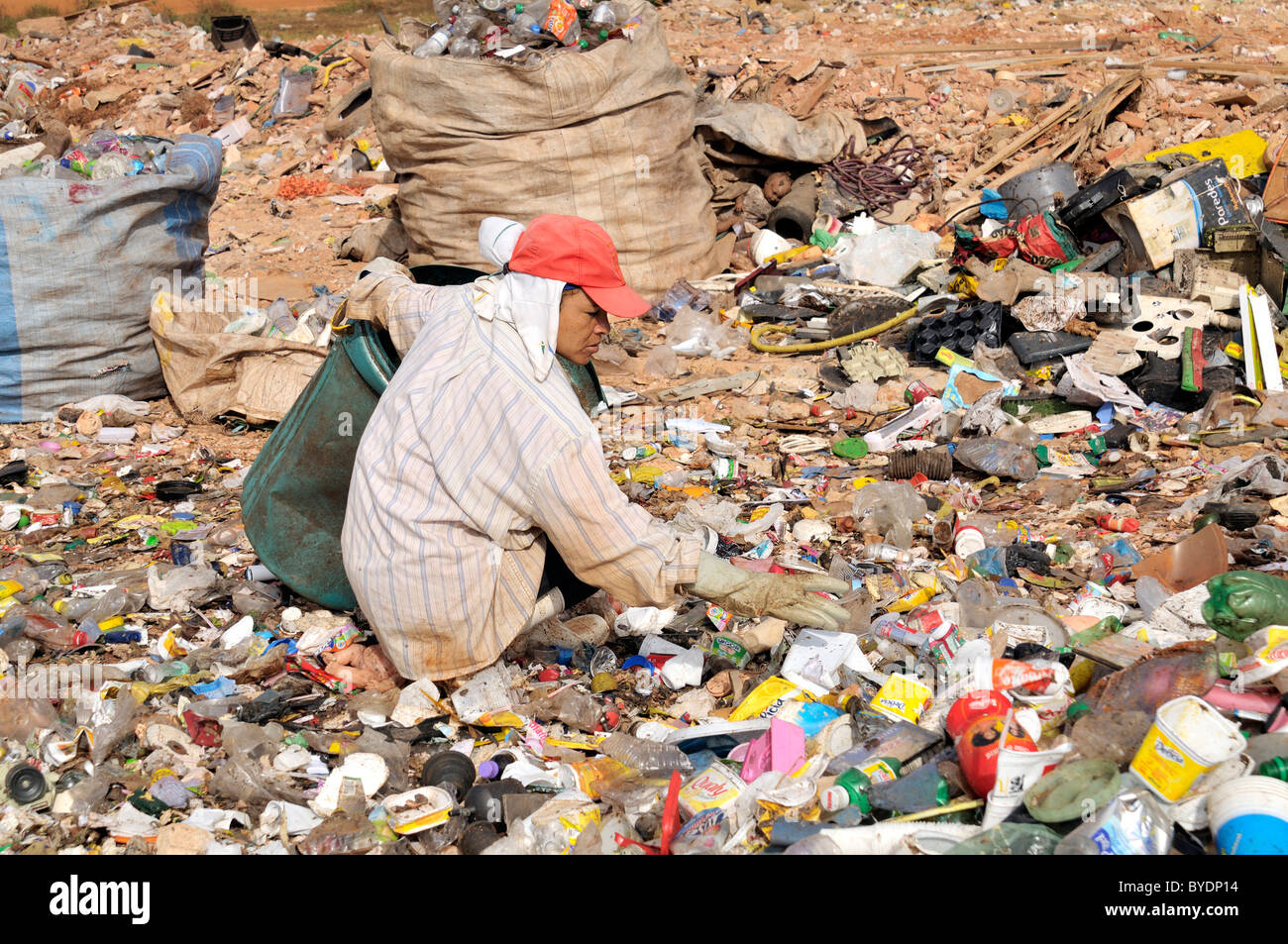 Woman separating used plastics at the 'Lixao' waste dump in the satellite town of Estrutural near Brasilia, - Stock Image