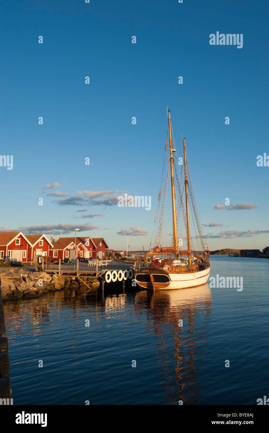 Sailing yacht anchored in the port of Molloesund, Vaestra Goetaland County, Sweden, Europe - Stock Image