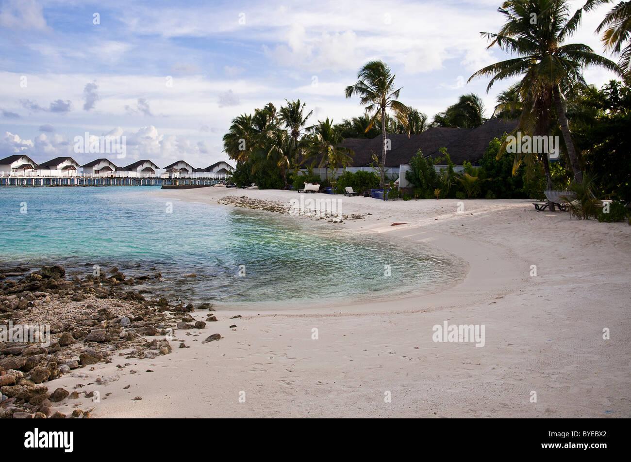 grand centara island maldives white sands blue sky turquoise sea honeymoon - Stock Image