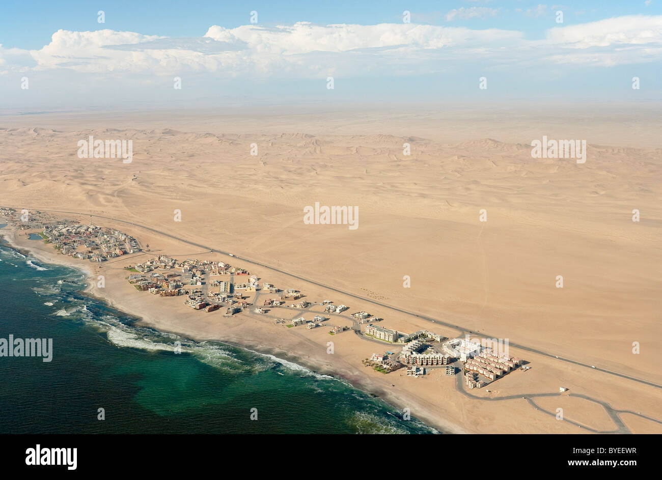 Aerial view of holiday resorts along the road from Swakopmund to Walvis Bay between Namib Desert and Atlantic Ocean. - Stock Image