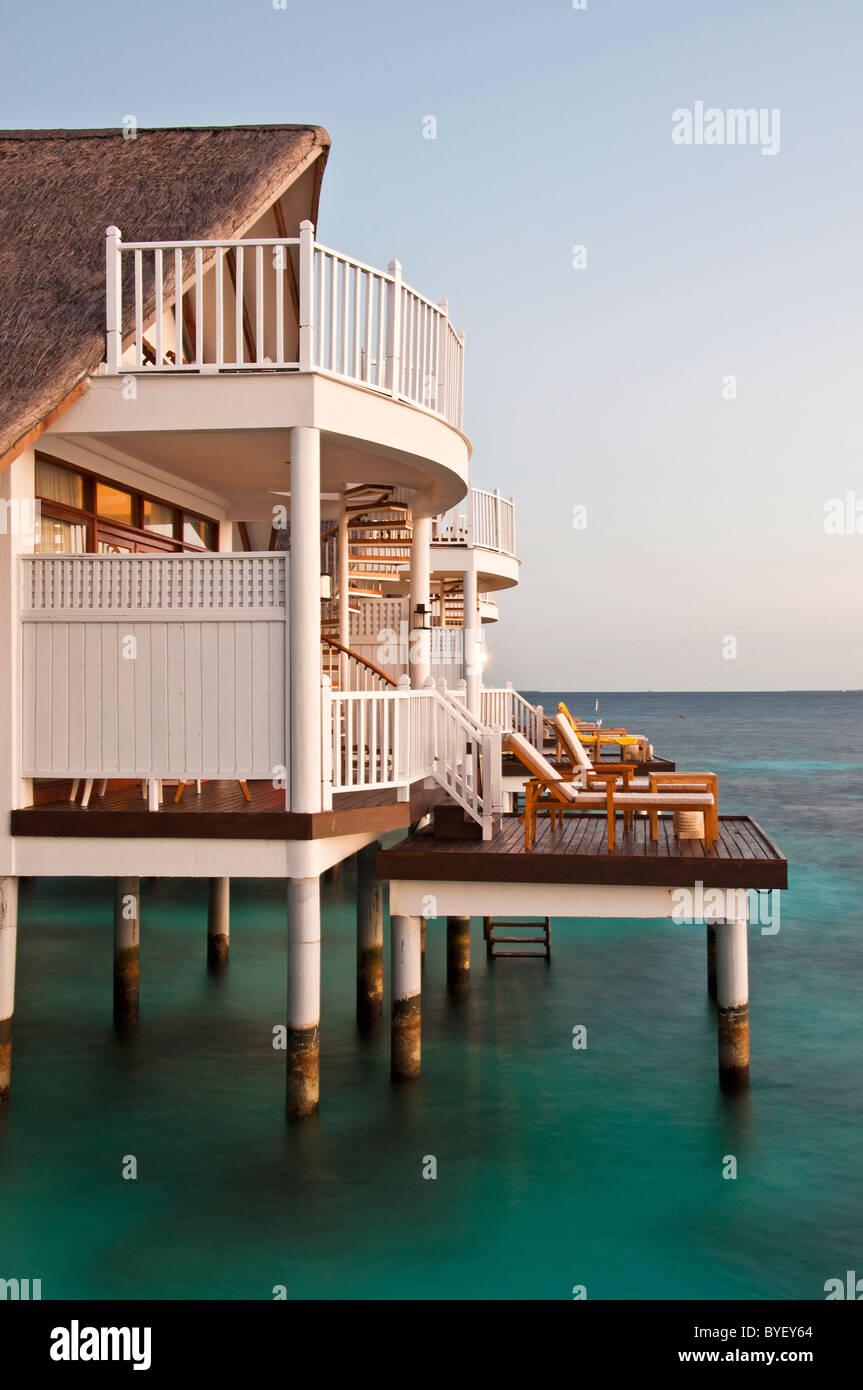 grand centara island maldives white sands blue sky turrand centara island maldives white sands blue sky turquoise - Stock Image