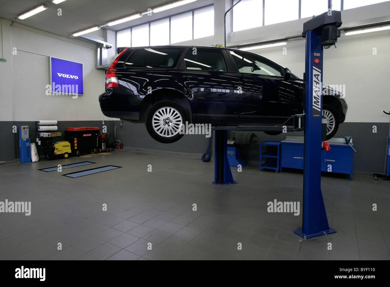 Volvo garage in Athens Greece Stock Photo: 34136172 - Alamy