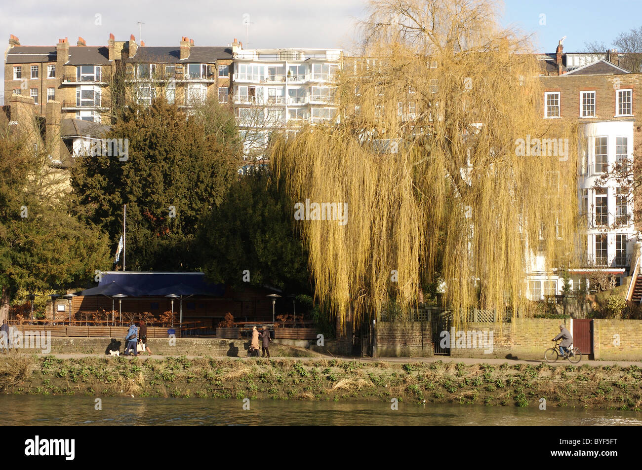 People walking on the River Thames towpath near Richmond Upon Thames - Stock Image