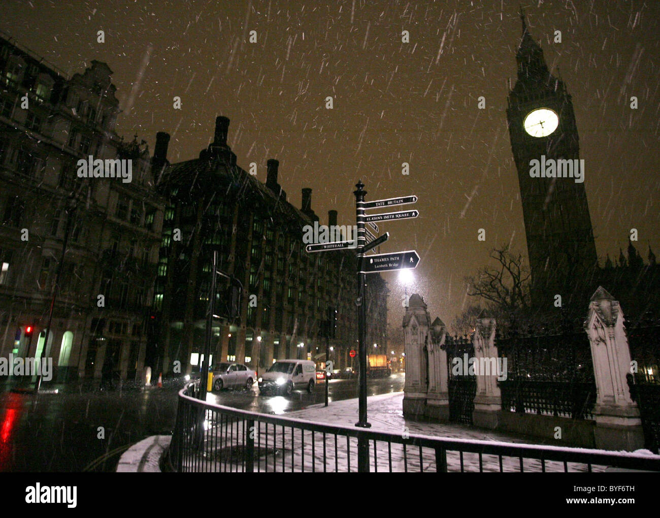 First Flakes Of Snow Falling On London Early This Morning On Big Ben