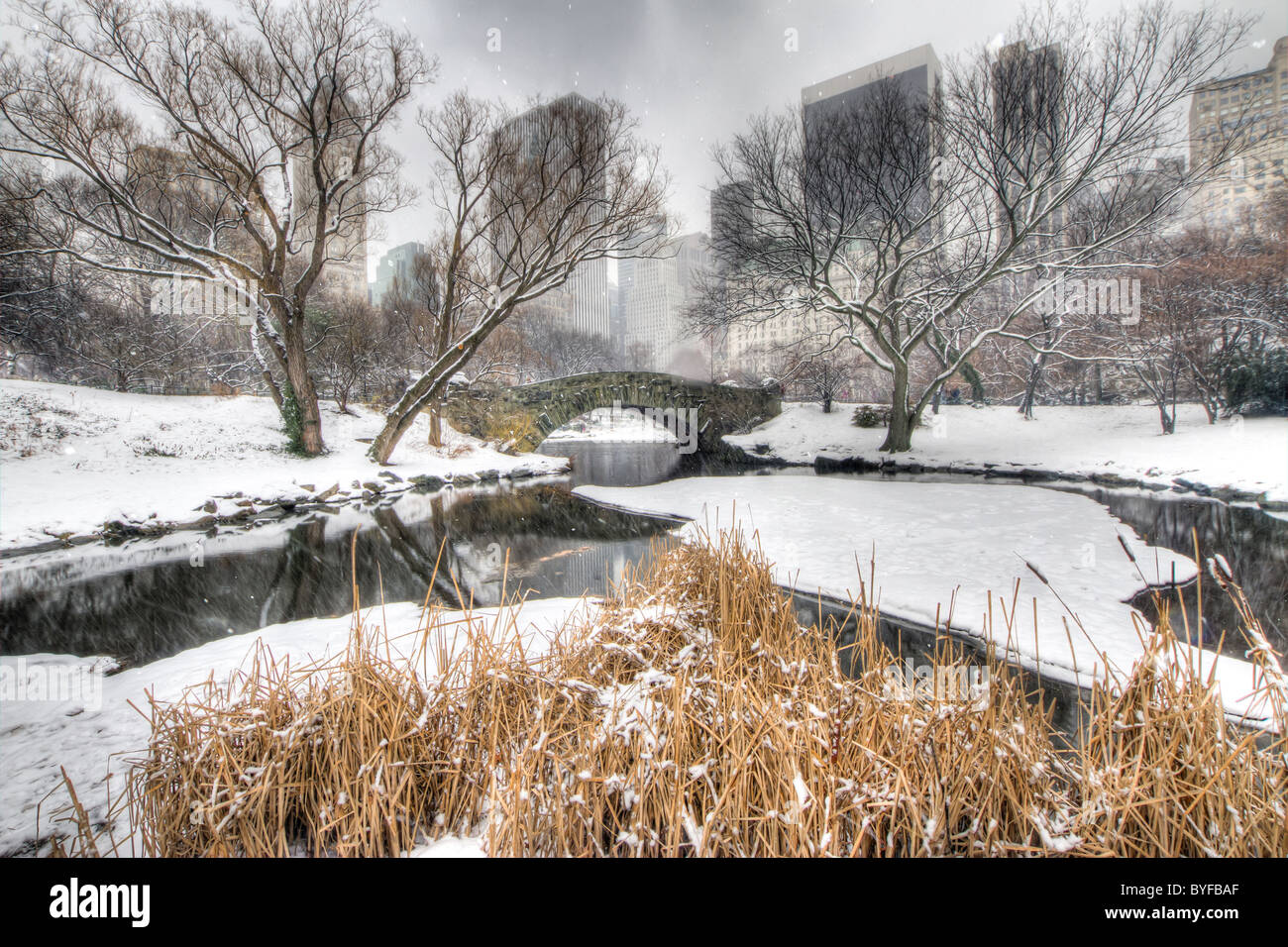 Gapstow Bridge in Central Park During a Snowstorm - Stock Image