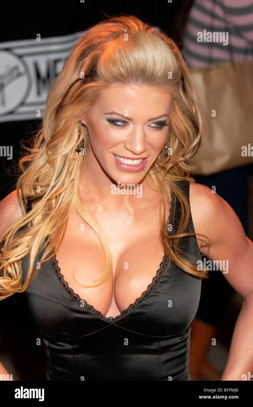 ashley massaro - 580×842