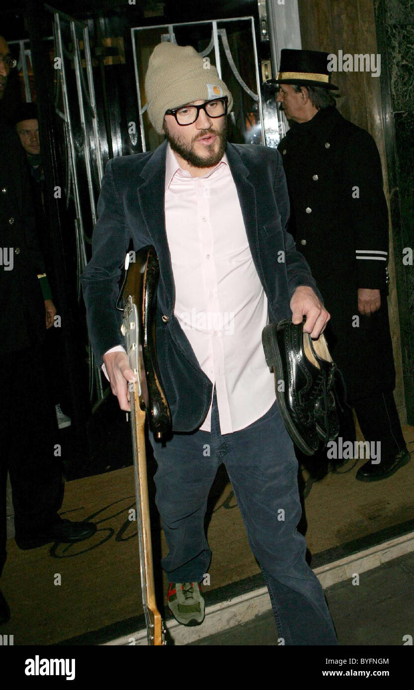 John Frusciante from Red Hot Chili Peppers leaving Claridges Hotel London, England - 14.02.07 - Stock Image