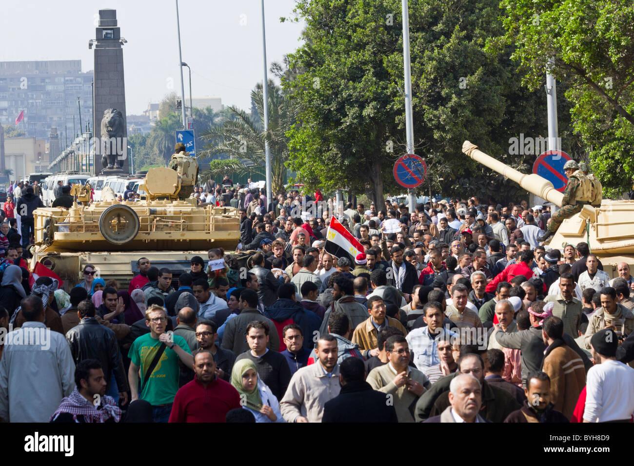 anti-Mubarak protestors moving past army checkpoint towards form Tahrir bridge towards Tahrir Square, Cairo, Egypt - Stock Image