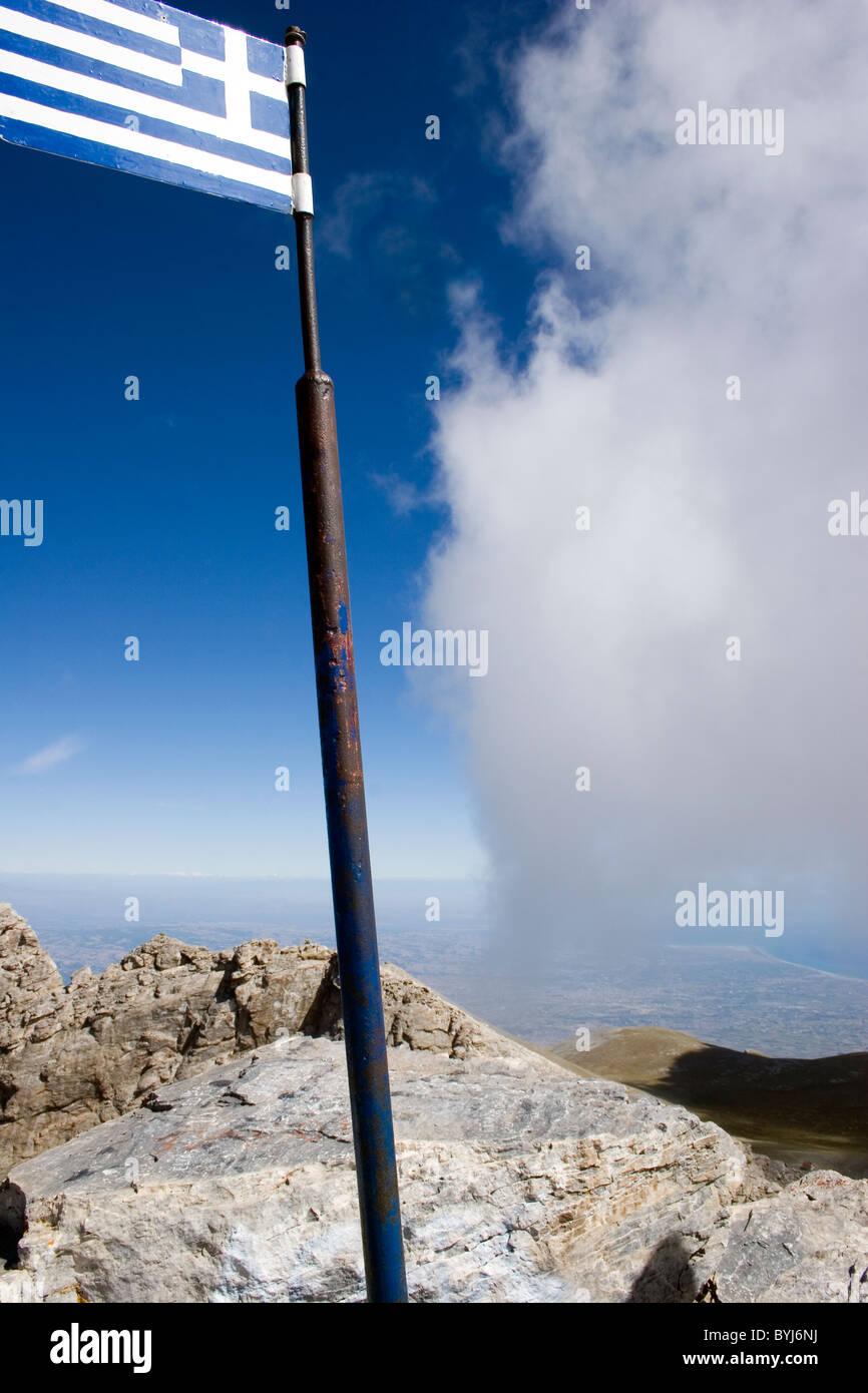OLYMPUS MOUNTAINS PEAK CALLED 'MYTIKAS' WITH THE GREEK FLAG AND BLUE SKY, OLYMPUS MOUNTAIN, PIERIA, MACEDONIA, - Stock Image
