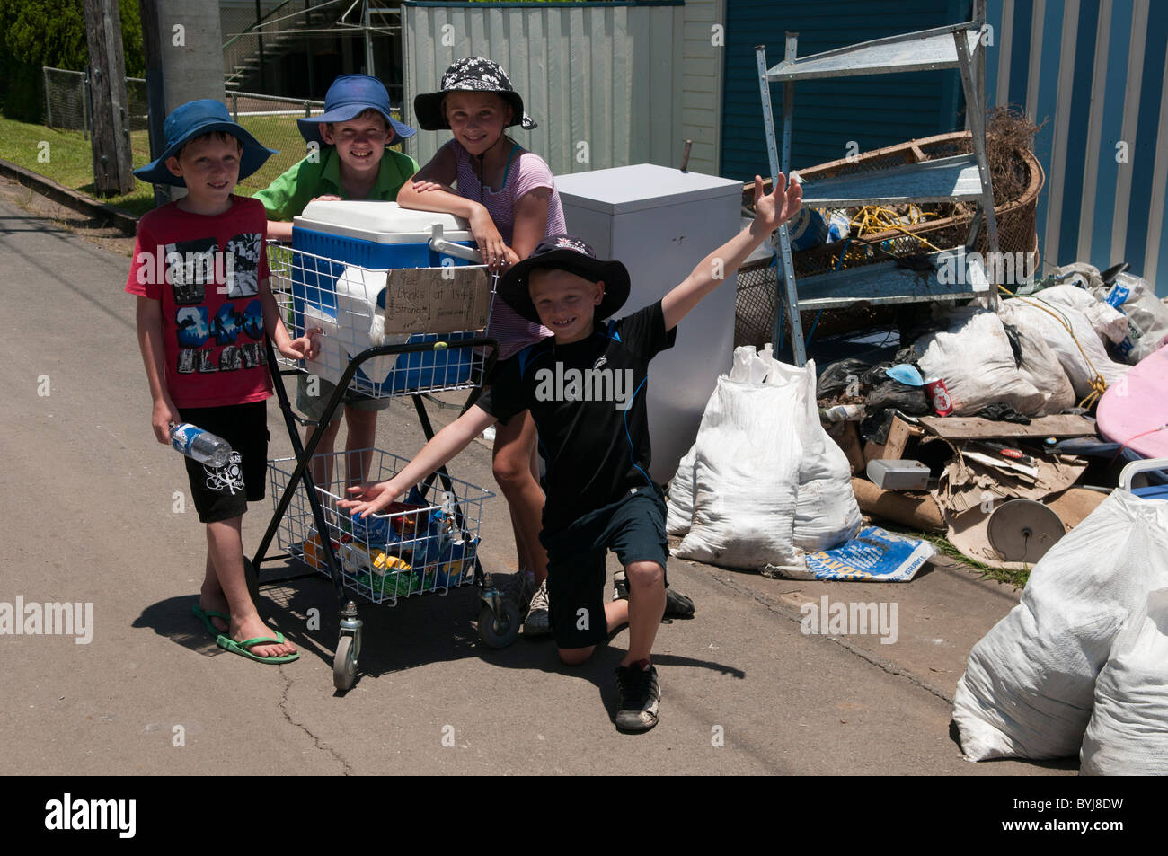Children with food and drink for volunteer relief workers during the 2011 flood, Brisbane, Queensland, Australia - Stock Image