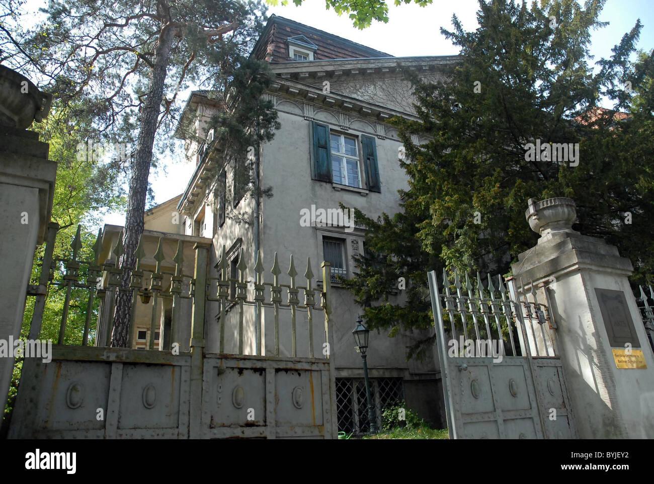 Outside The Villa Hoffmann Where Marilyn Manson Stays Berlin