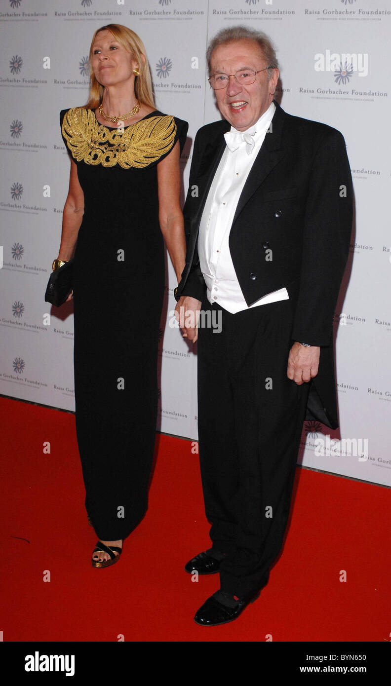 Lady Carina Frost Stock Photos Images Alamy Raisa Blouse In Light Blue Beatrice Clothing David And Wife Gorbachev Annual Gala Dinner Arrivals Hampton