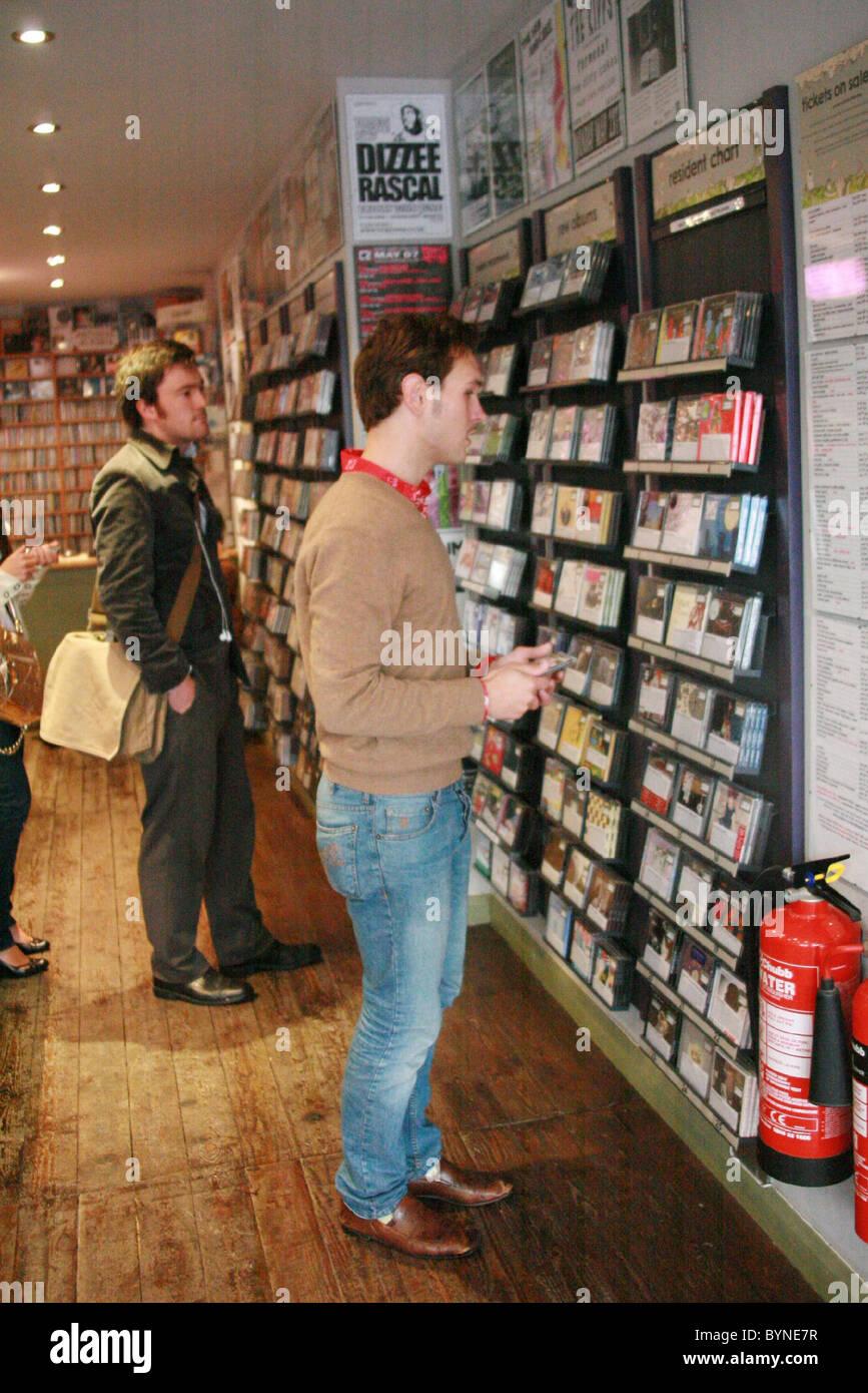 Chantelle Houghton and Samuel Preston hit The Lanes for some retail therapy Brighton, England - 21.05.07 - Stock Image
