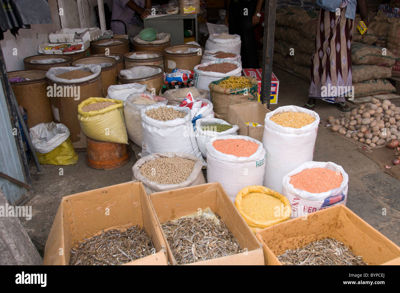 Sacks of pulses and boxes of small dried fish - Stock Image