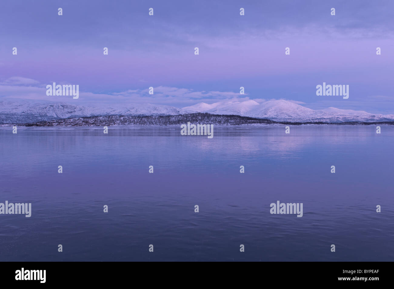 Tornetraesk, Abisko, Lappland, Schweden frozen lake tornetraesk, abisko, lapland, sweden - Stock Image