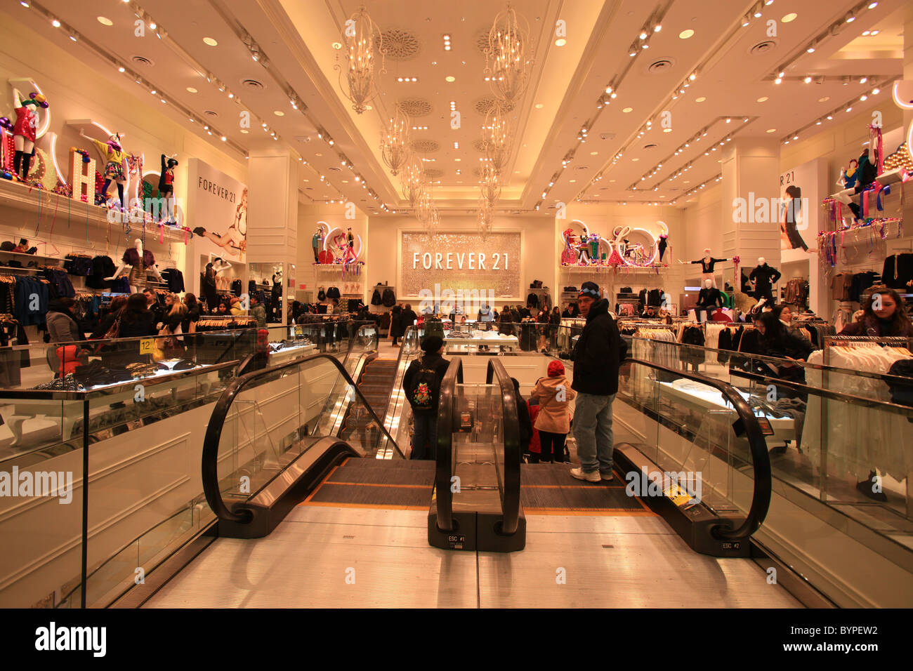 forever 21 shopping center in times square new york city stock photo