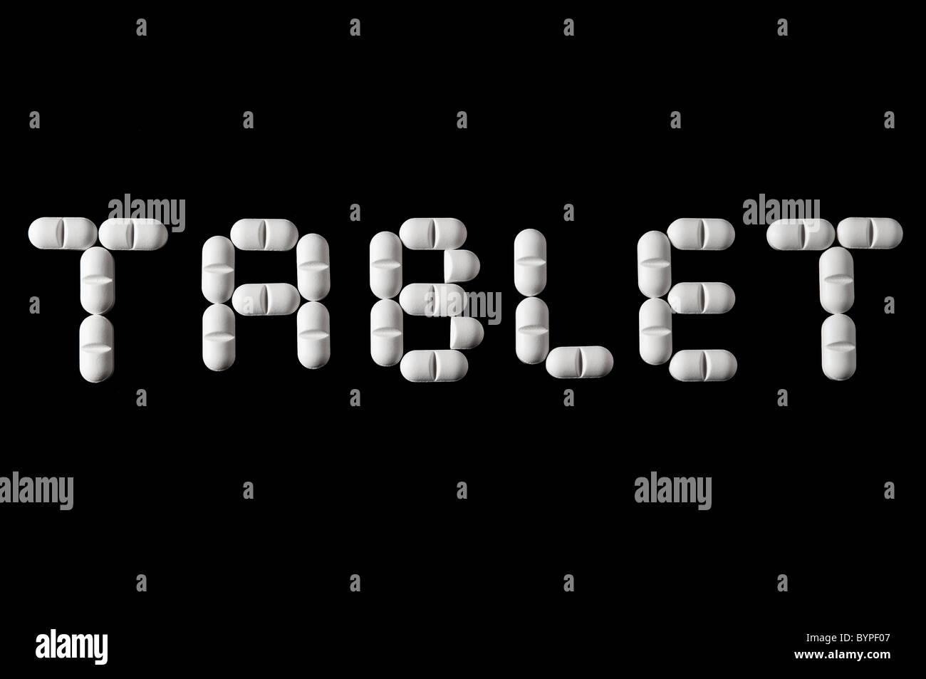 das Wort Tablet, englisch fuer Tablette aus einzelnen Tabletten zusammengesetzt Word tablet build with tablets Stock Photo
