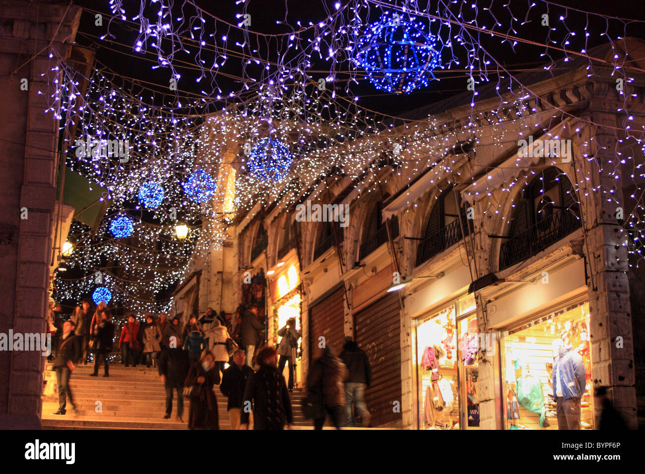 Venice At Christmas 2021 Christmas Lights At Rialto Bridge In Venice Italy Stock Photo Alamy