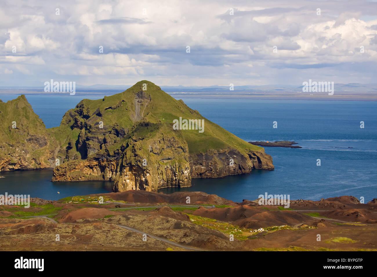 Blick auf die Küste und Hafeneinfahrt in der Nähe der Hafenstadt Heimaey, Westmänner Inseln, Island, Europa, Iceland Stock Photo