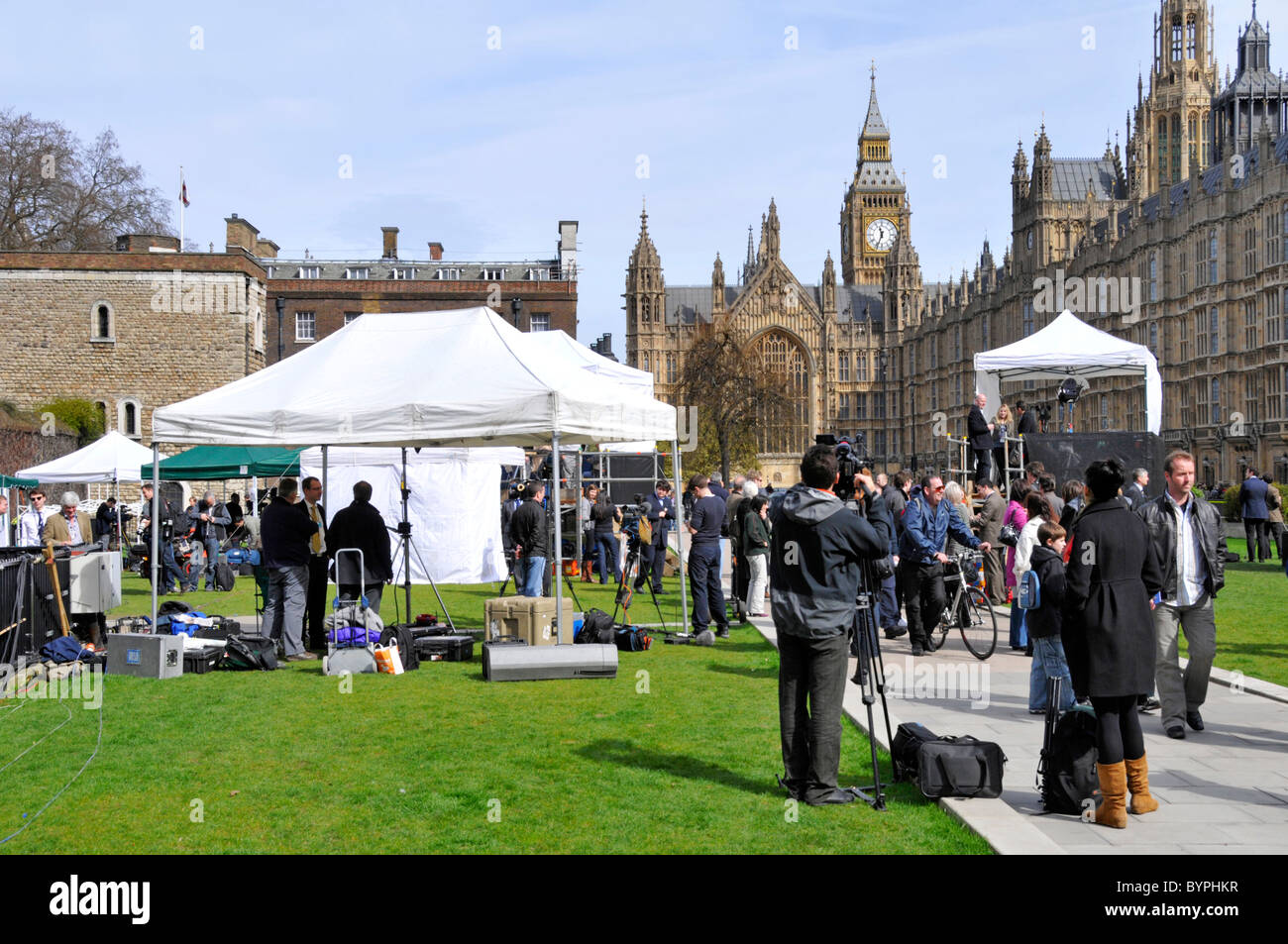Broadcasting news crews and spectators on College Green at election time Stock Photo