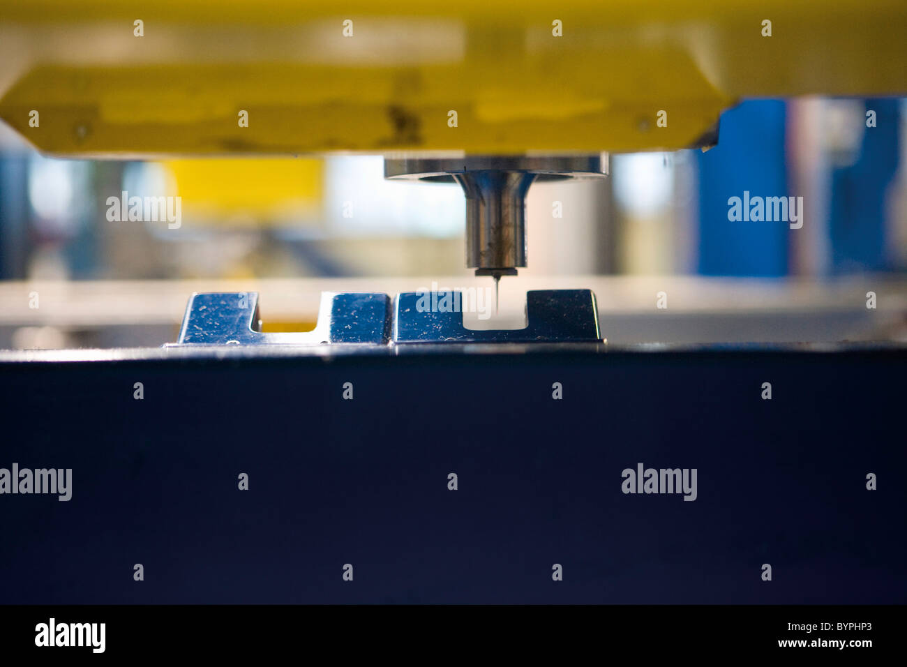 Close-up of blade on ultrasonic cutting machine in carpet tile factory - Stock Image