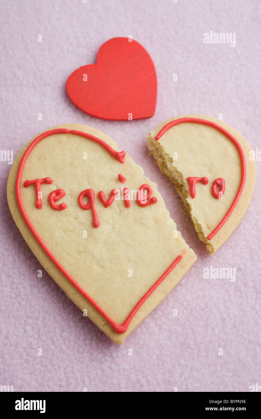 Heart-shaped cookie broken in half - Stock Image