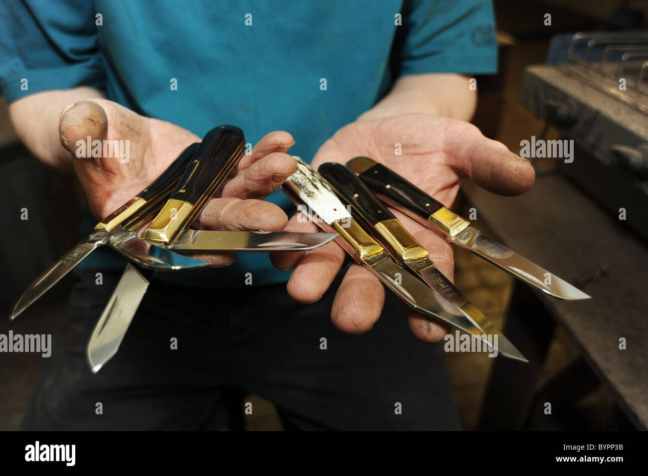 A craftsman making pocket knives in Sheffield - Stock Image