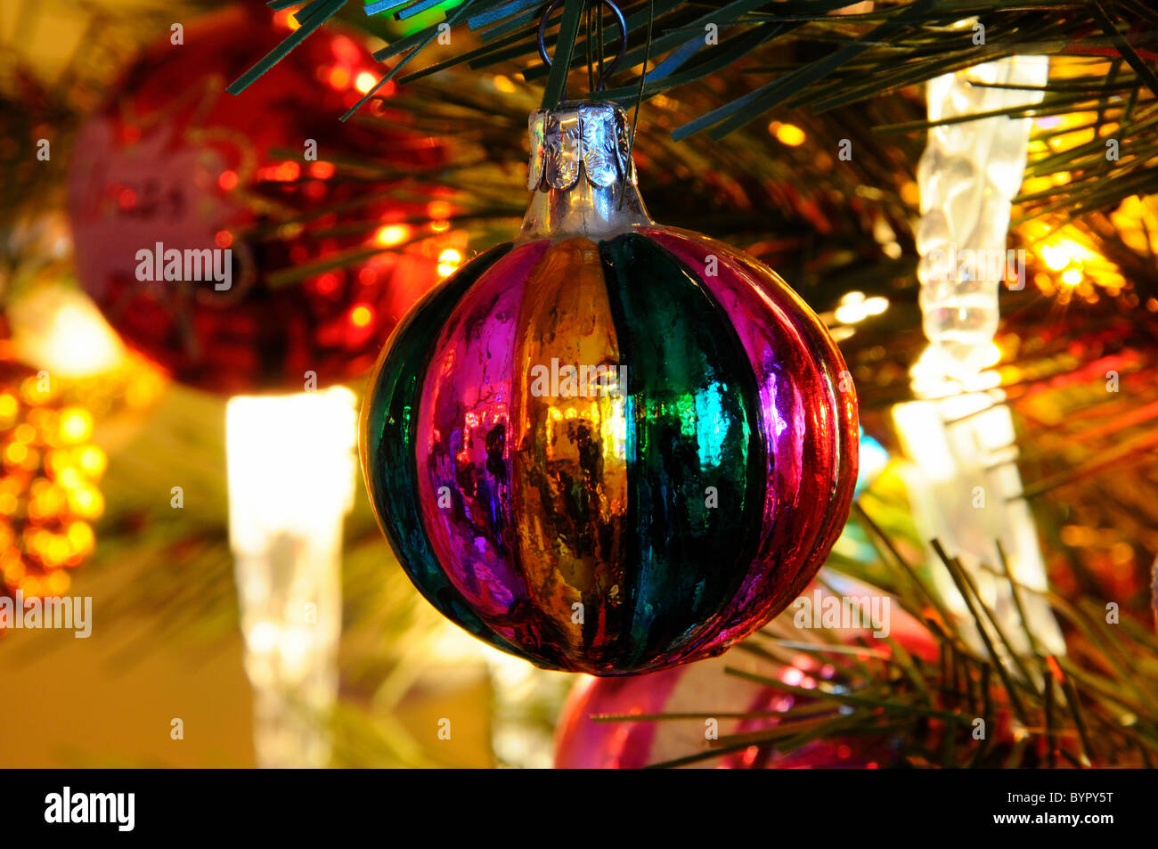 glass christmas tree decorations hanging in tree - Glass Christmas Tree Decorations