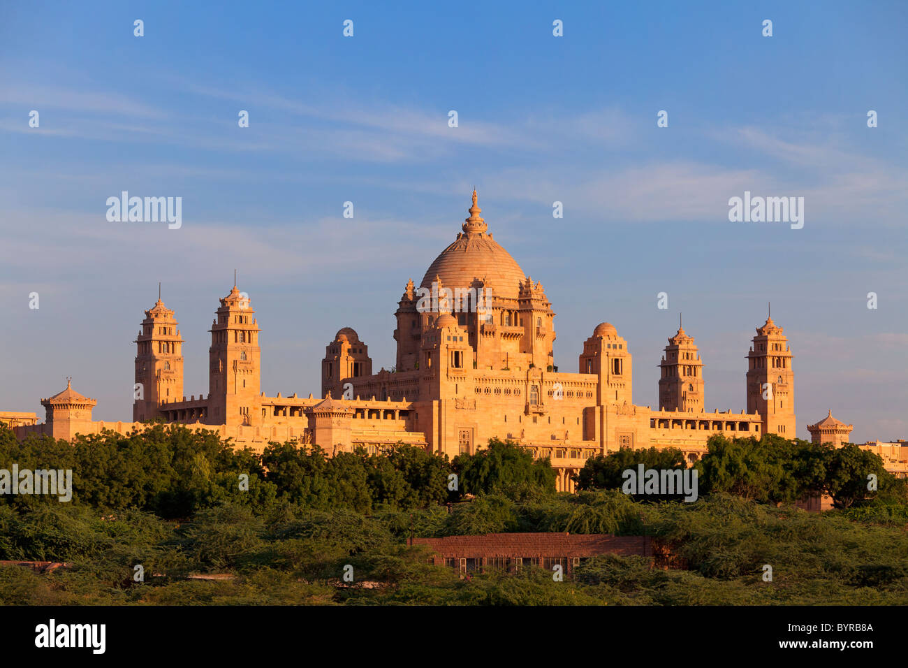 India, Rajasthan, Jodhpur, Umaid Bhavan Palace in late evening light - Stock Image
