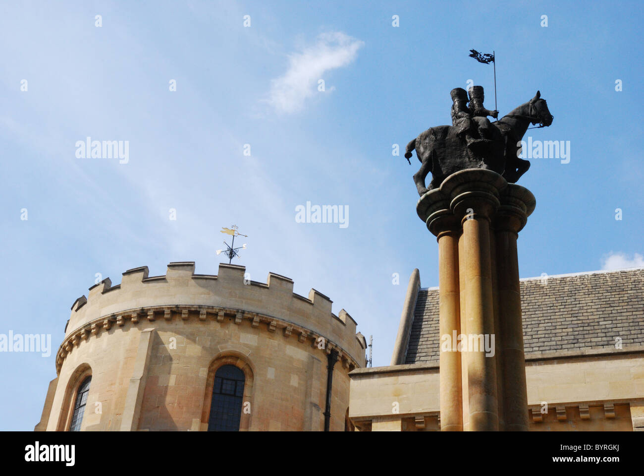A statue of two knights on a horse, the emblem of the Templars, outside Temple Church in London - Stock Image