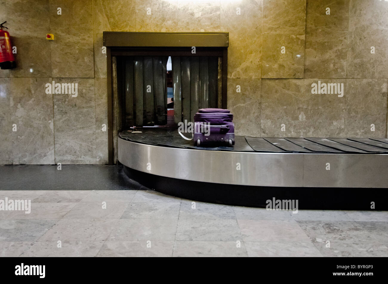lost luggage airport conveyor belt - Stock Image