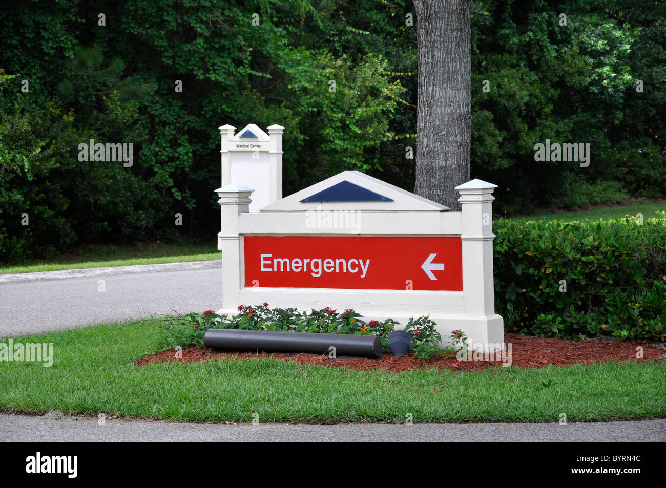 White wood sign with the words emergency on. - Stock Image