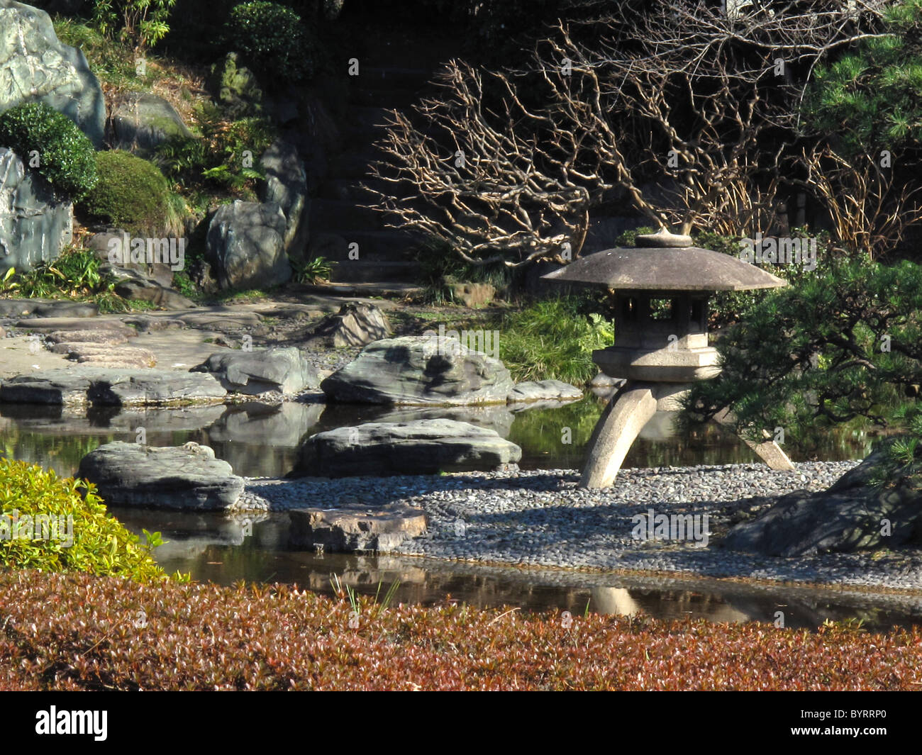 View from the Imperial Palace east garden, Tokyo, Japan. Yukimi-dōrō lantern water and rocks. - Stock Image