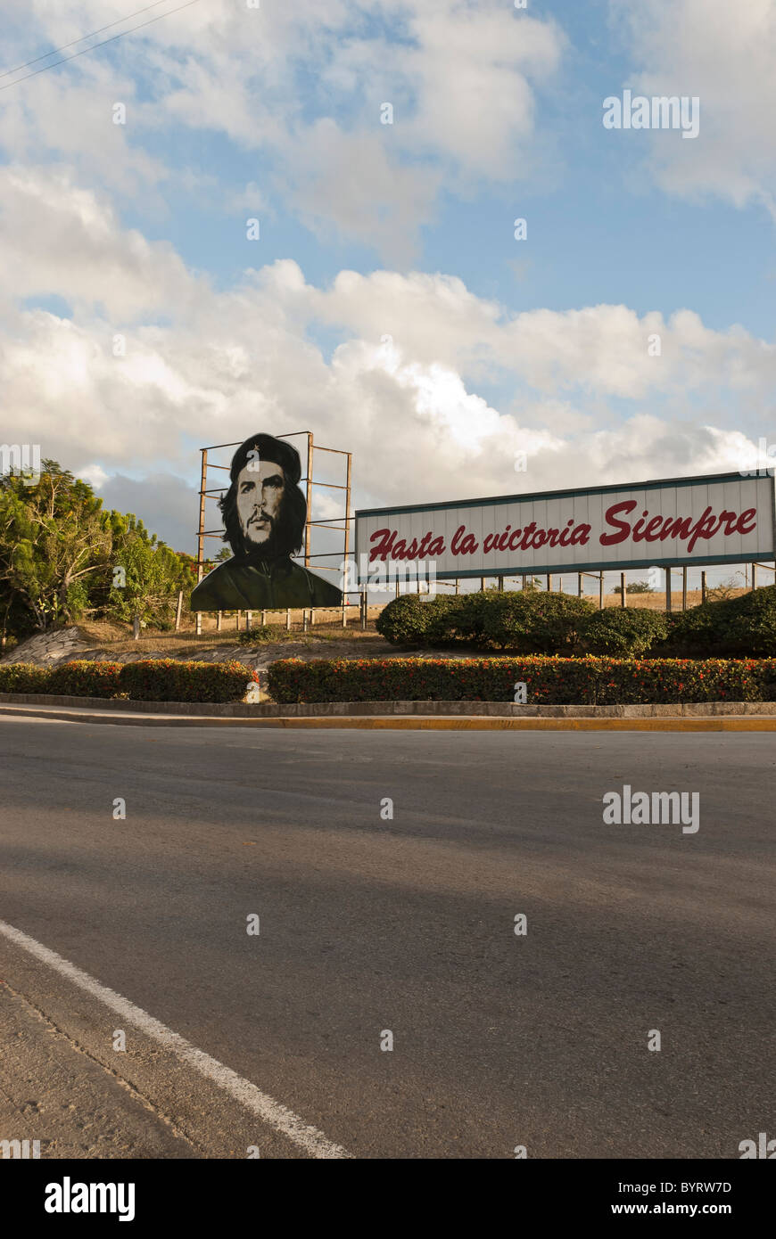 Che propaganda bill on a road near Las Tunas. Las Tunas, Cuba, Caribbean. - Stock Image
