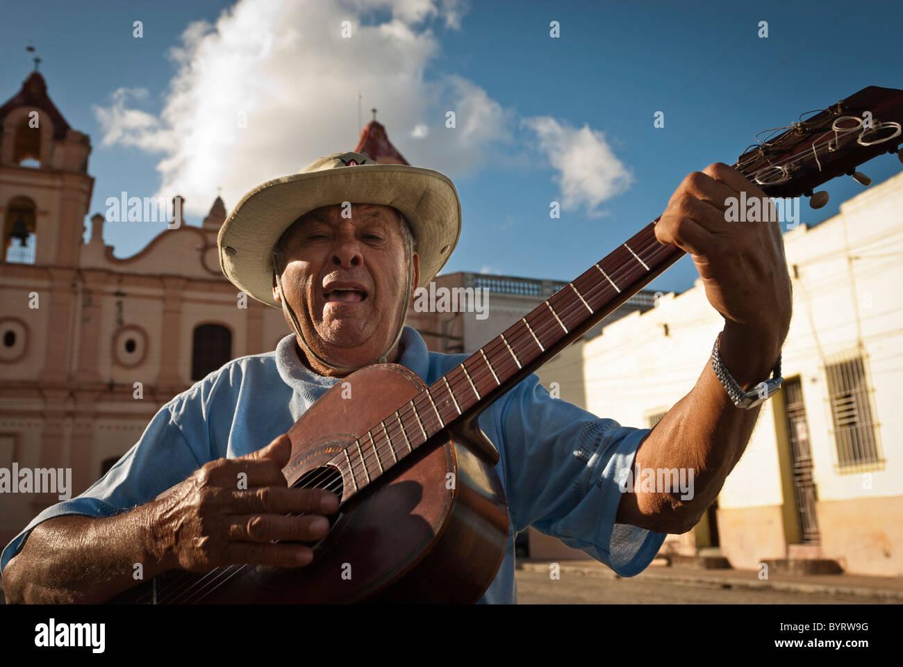 Man with Spanish guitar singing in 'Plaza del Carmen' , Camaguey, Cuba, Caribbean. - Stock Image