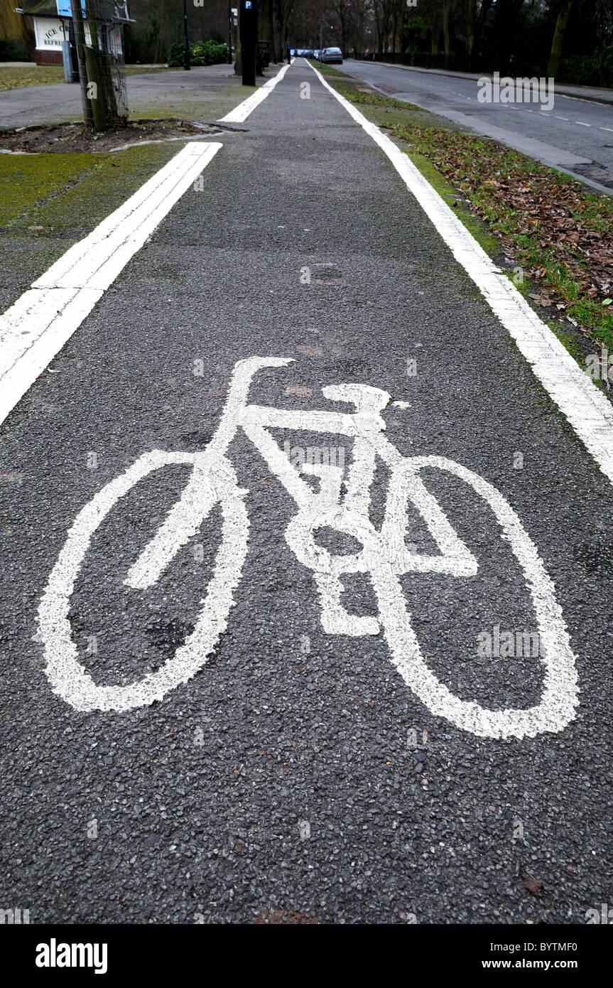 Cycle lane logo on road - Stock Image