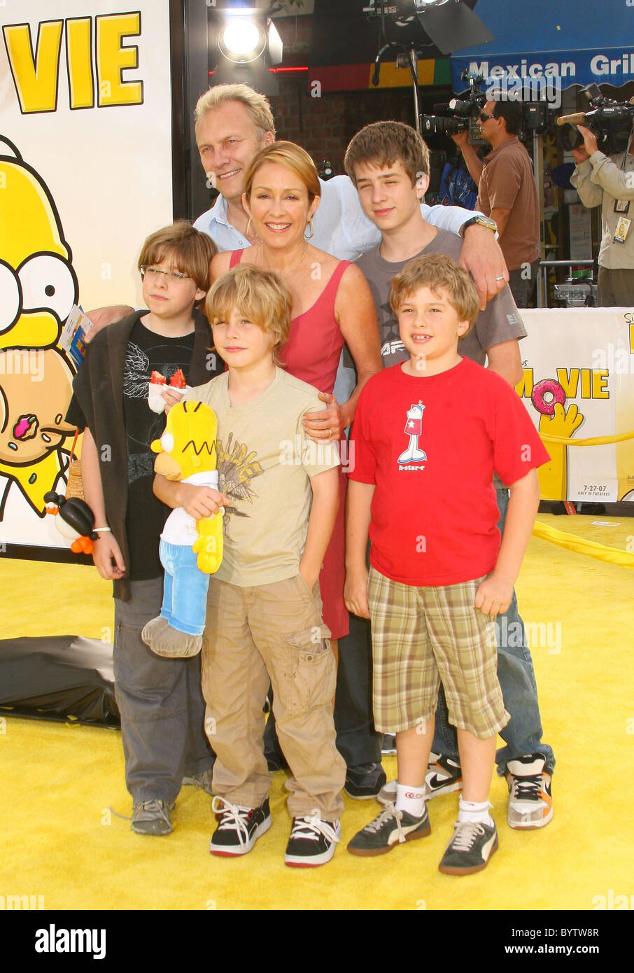 Patricia Heaton And Family The Simpsons Movie World Premiere Stock Photo Alamy