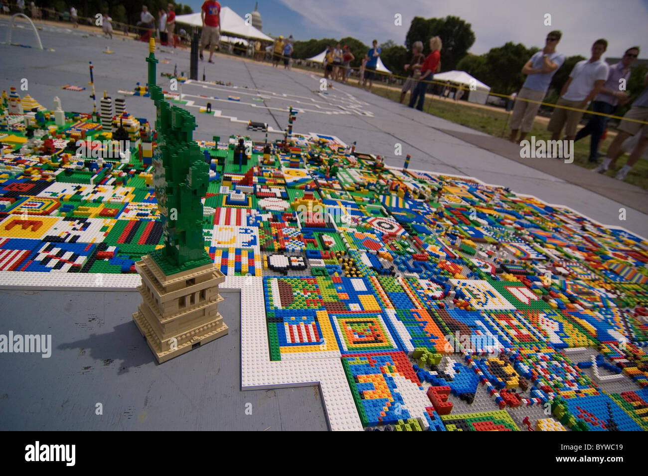 * UNITED STATES OF LEGO Hundreds of school children flocked to a museum to build a giant map of America - made entirely - Stock Image
