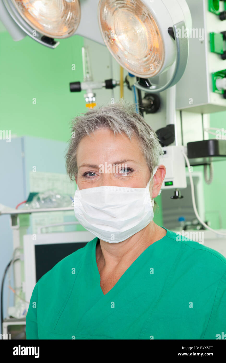 Female doctor with scrub and op mask - Stock Image