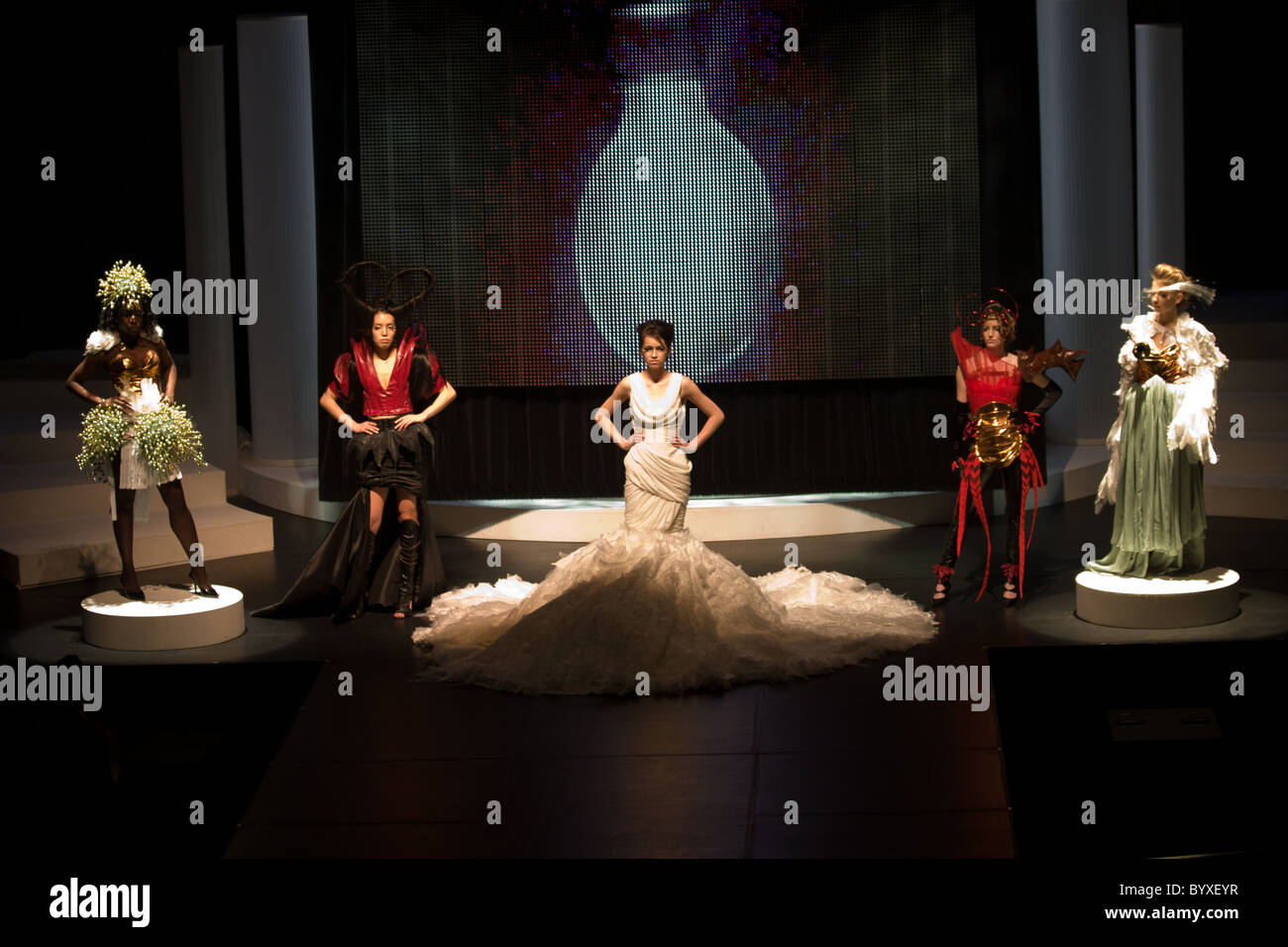 school fashion show group female models posing - Stock Image