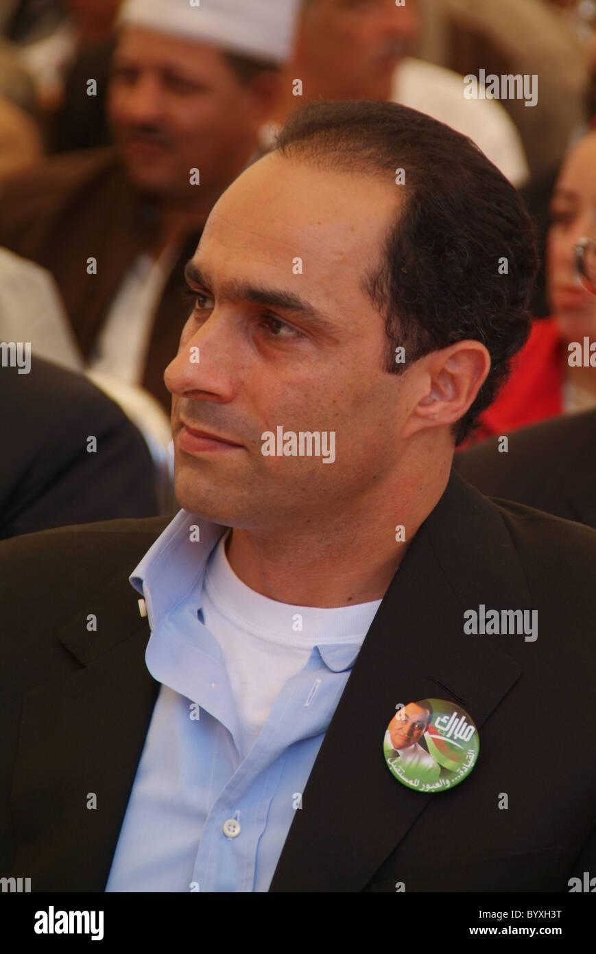 gamal mubarak watches egyptian president hosni mubarak campaigning