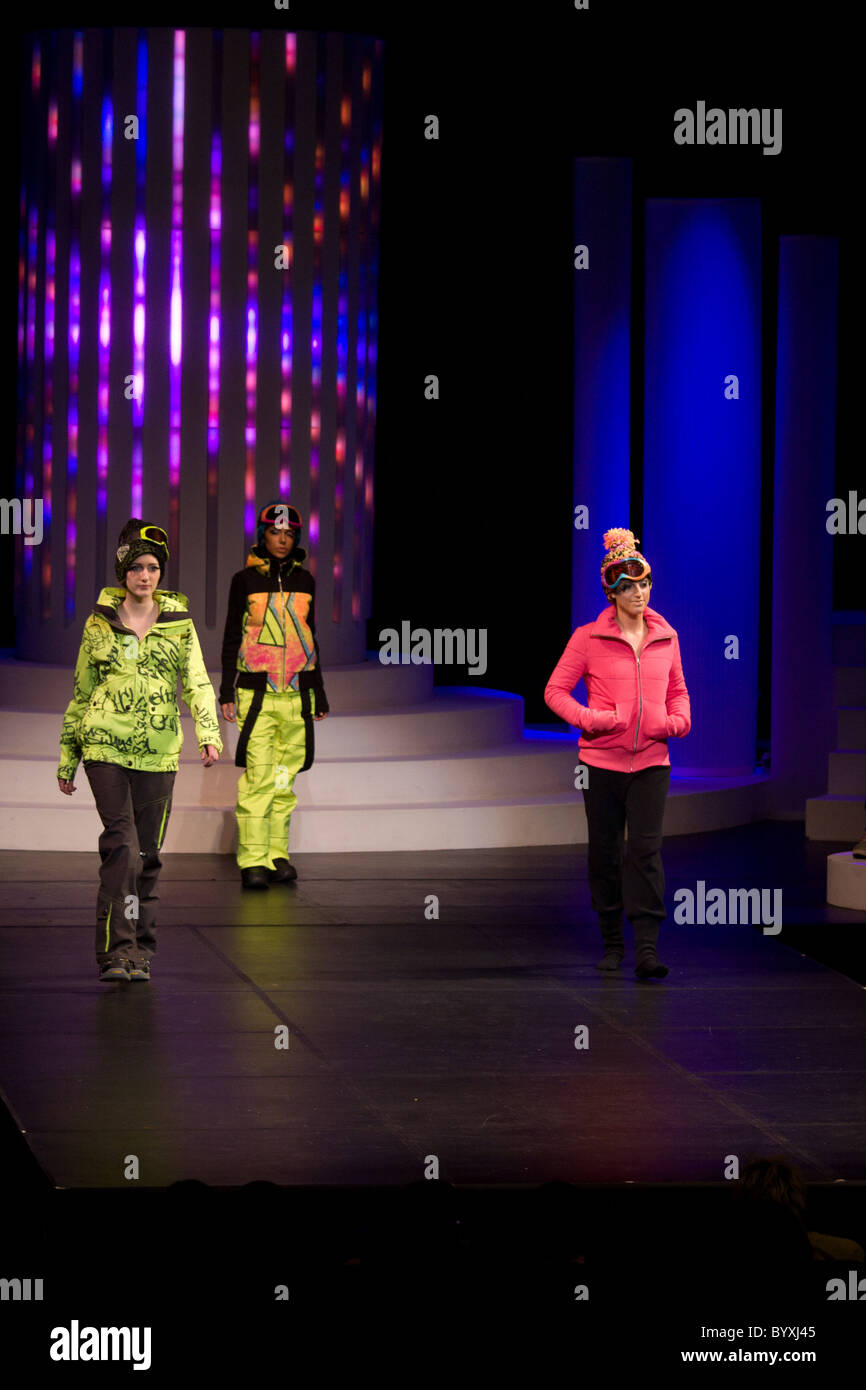 casual female clothing models walking runway - Stock Image